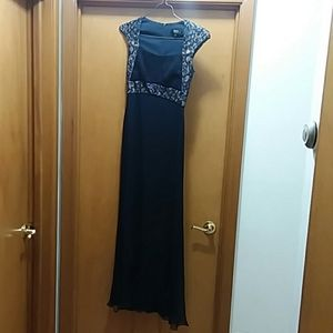 Women's floor length Tadashi evening gown.  Size 6